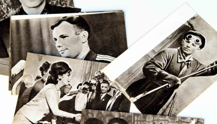 Yuri Gagarin postcard set including his meeting with Gina Lollobrigida!